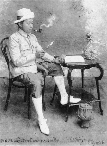 König Vajiravudh (Rama VI) verkleidet als Sherlock Holmes