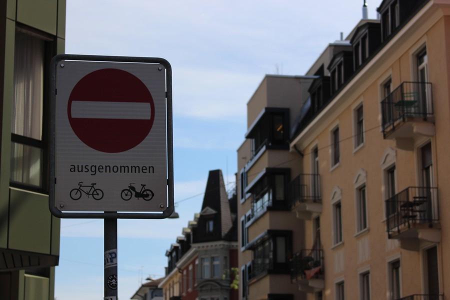 Diese Signalisation führt bald durch die ganze Stationsstrasse.