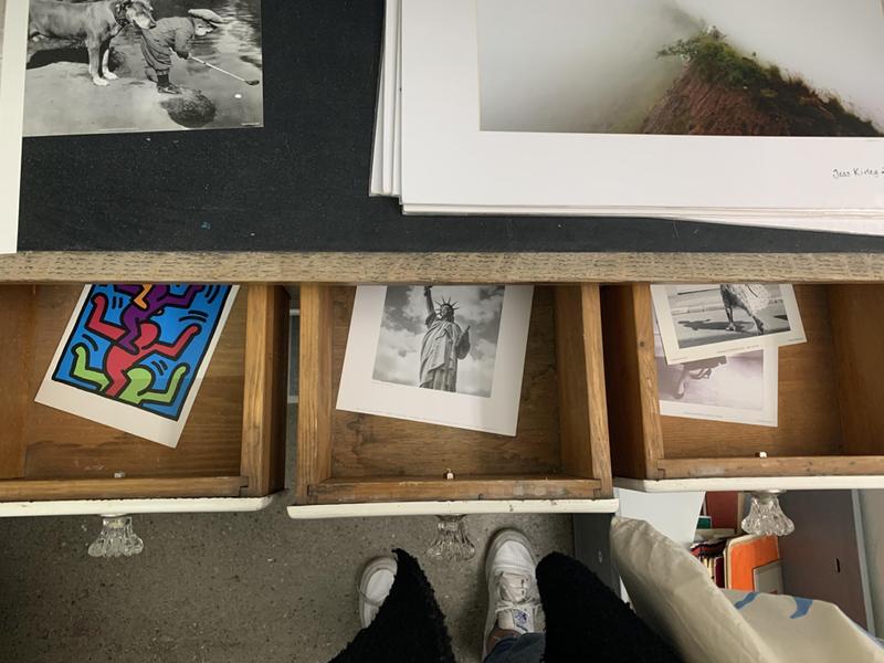 In jedem Winkel findet man gefundene Kunst (Foto: Nadia Reber)