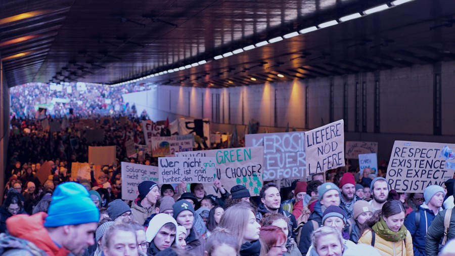 Über 10'000 Menschen nehmen allein in Zürich teil. (Bild: Elio Donauer)
