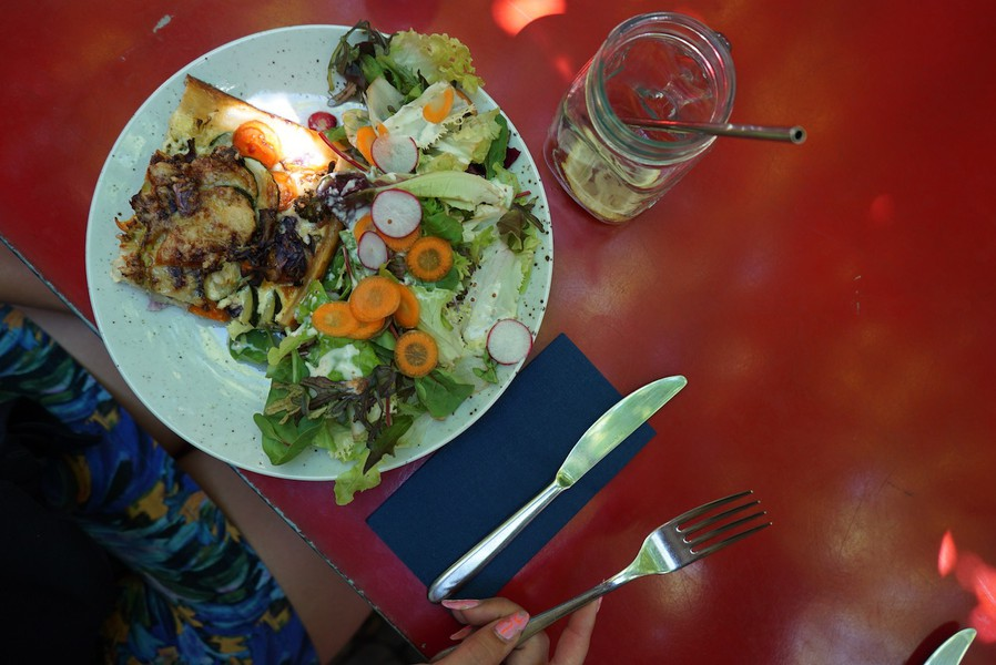 ...Quiche und Salat...