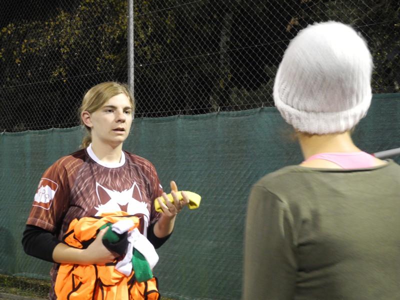 Trainerin Claudia Leuch verteilt die Positionen.