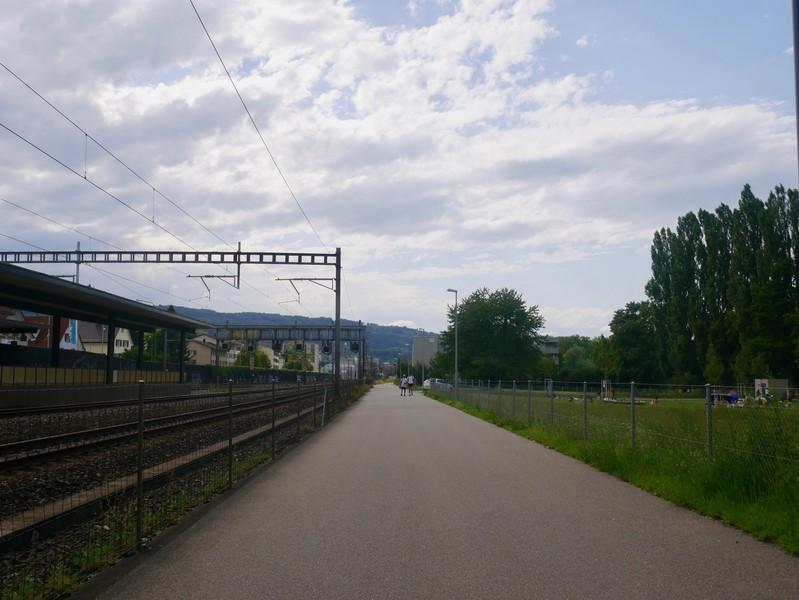 ..und befindet sich in unmittelbarer Nähe des Bahnhofs Glanzenberg.