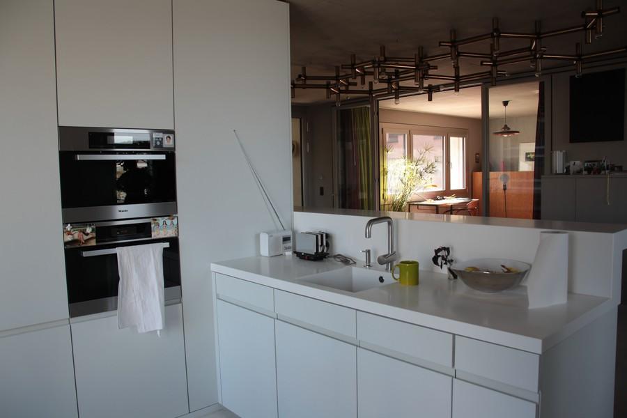 Eine Küche dass man sich drin spiegeln kann.