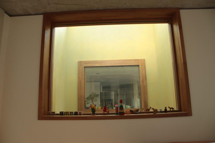 Ideal zum Winken: ein Guckfenster in die Nachbarswohnunge
