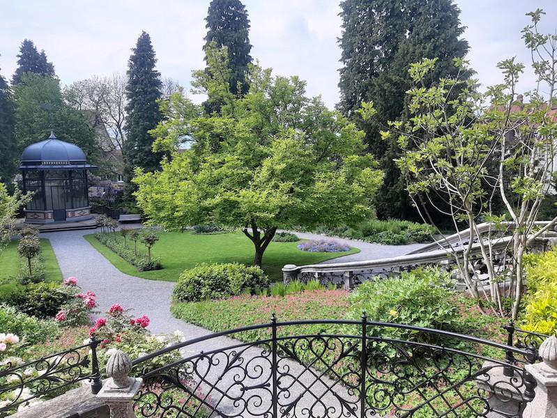 Der prunkvolle Garten ist heute ein beliebter Schauplatz für Hochzeitsfotos. Die Riesenmuschel im Brunnen ist ein Mitbringsel Grobs aus dem indischen Ozean. (Bild: Monique Ligtenberg)