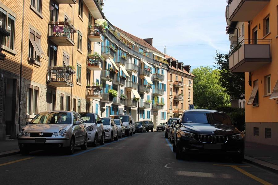 Die Blauen Zone Parkplätze auf der rechten Seite werden verschwinden.