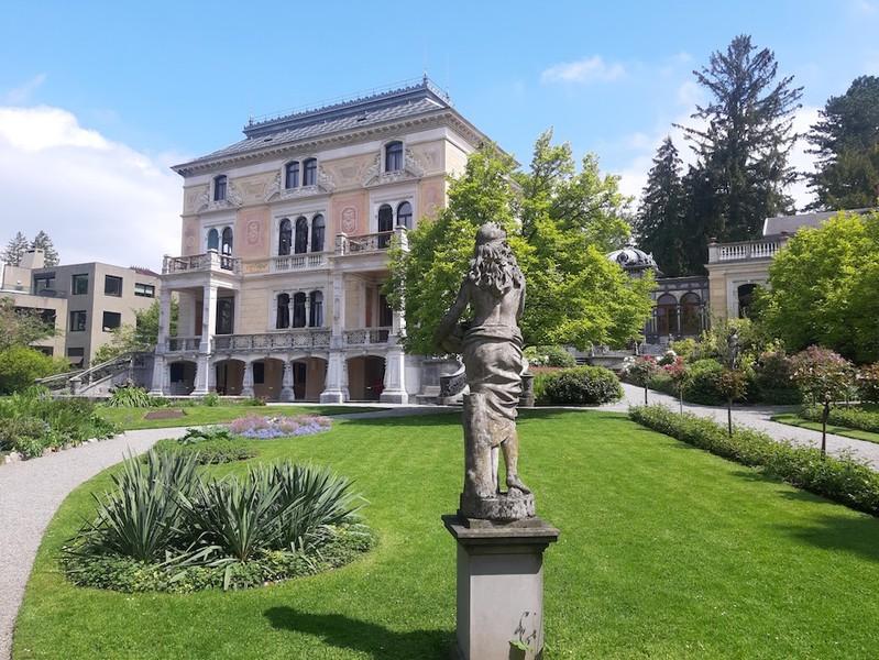 Die Villa Patumbah an der Zollikerstrasse 128. (Bild: Monique Ligtenberg)