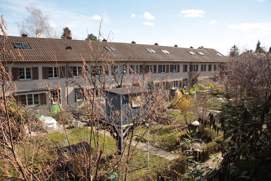 Im Friesenberg reihen sich Familie an Familie, Garten an Garten.