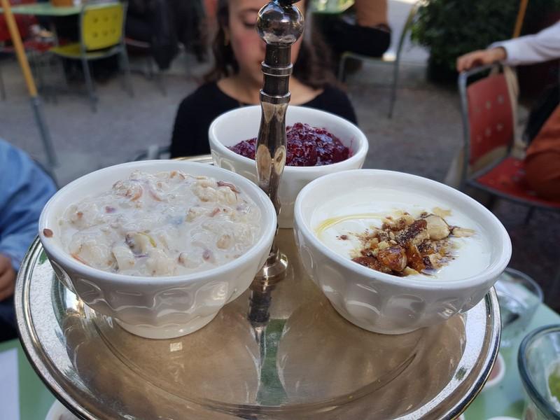 Müesli und Joghurt – für jede*n eins