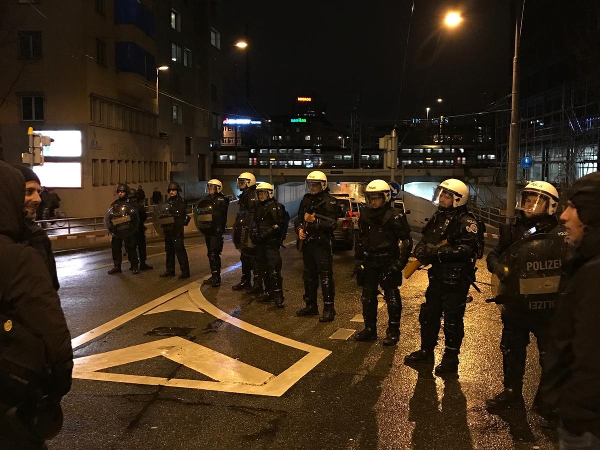 Das Interview aus dem Polizei-Kessel der Frauendemo - Tsüri.ch ...